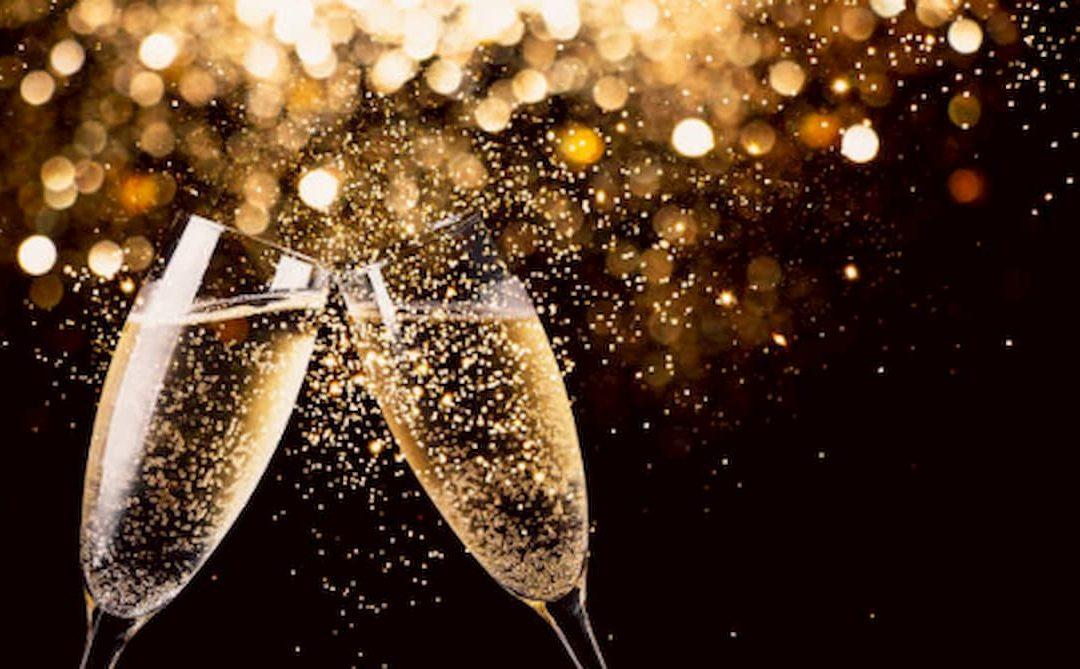 Brindar con vino, ¿de dónde viene la tradición?